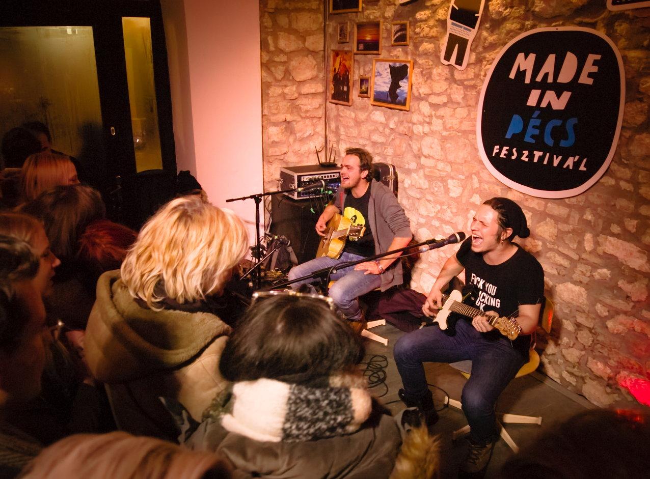 A Junkie Jack Flash tagjainak előadása hihetetlen tömeget vonzott a Made In Pécs-be (Pető Szabi - Szénás Máté Nándi)