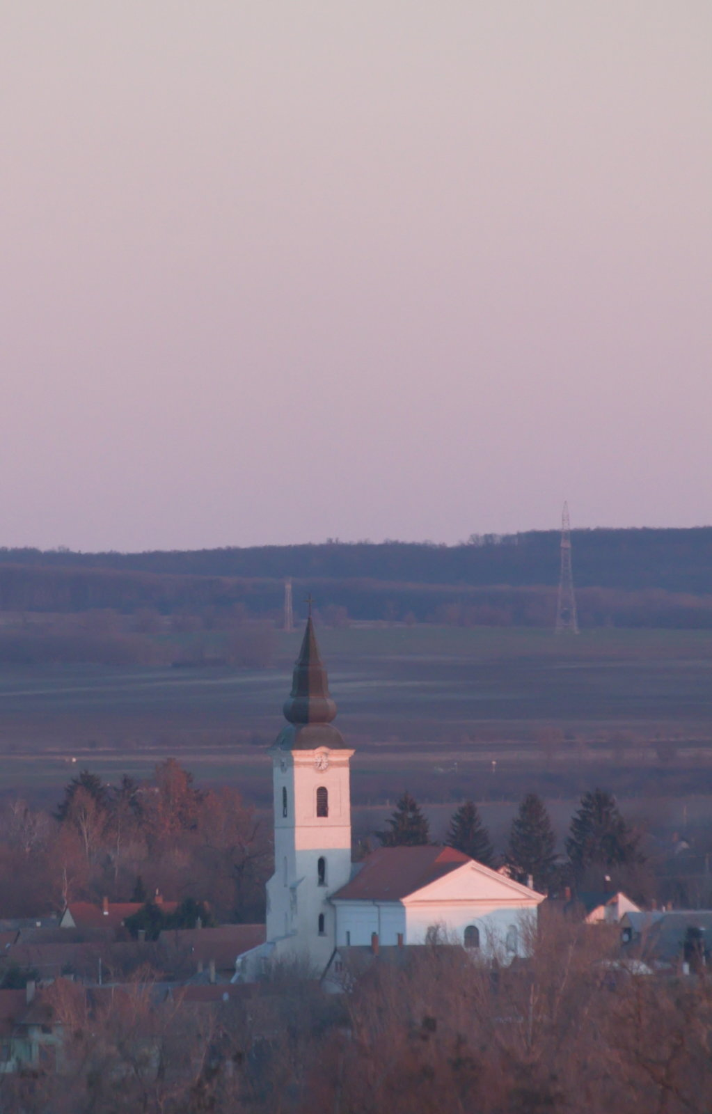 Pázmánd temploma a hegy északi részéről nézve