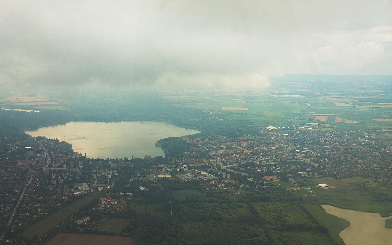 A tatai Öreg-tó felett éppen esett