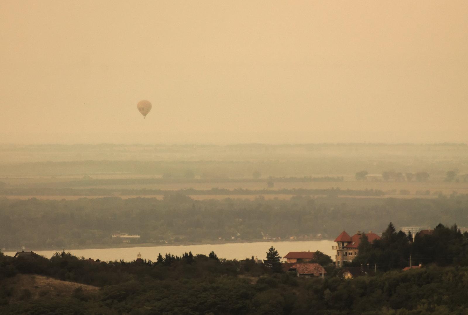 A horizonton szerencsére több léghajó is megjelent, jó téma :)