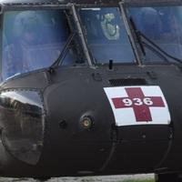 Black Hawk helikopterek a pláza mögött