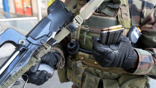 les-armes-des-soldats-sont-elles-chargees.jpg