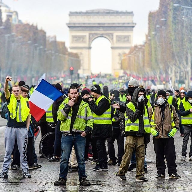 #giletjaunes Instagram: @st_art_revolution_rock<br />