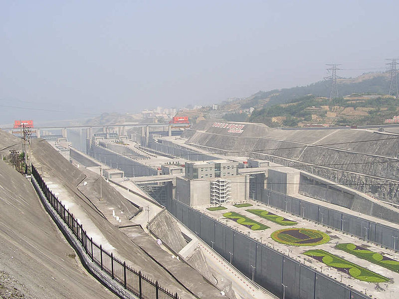 800px-Three_gorges_dam_locks_view_from_vantage_point.jpg