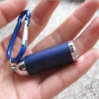 Zoomolható ledes kulcstartó lámpa, gombelemes led fényforrás