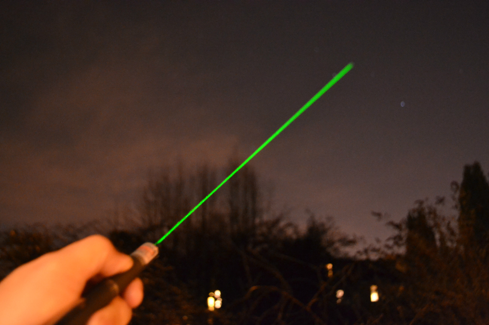 egyszamjatek-lezer-pointer-mutato-csillag-fejjel-zold.JPG