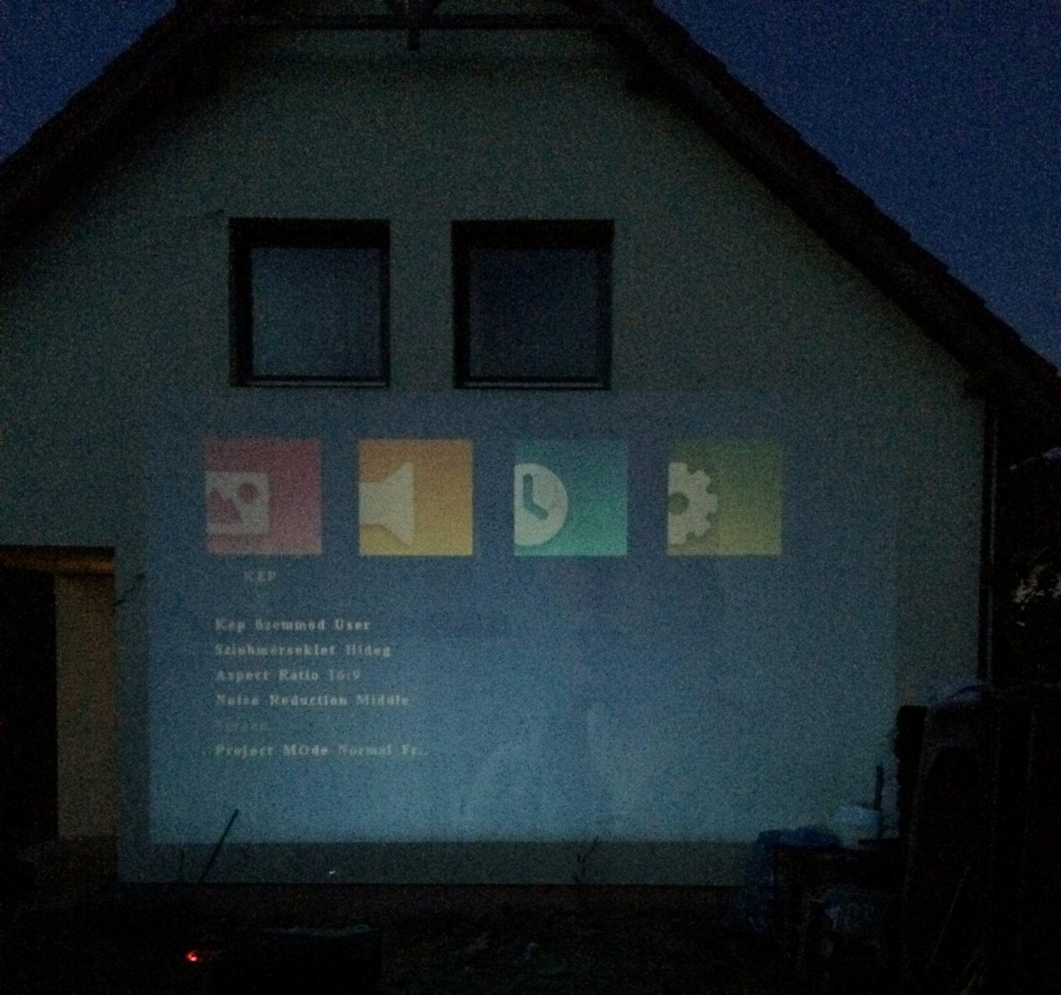 hazimozi-led-projector-gm60-hazra-vetites-2.jpg
