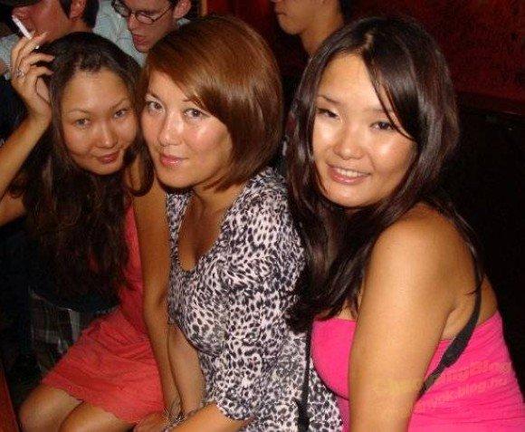 Kazah származású barátnők körében