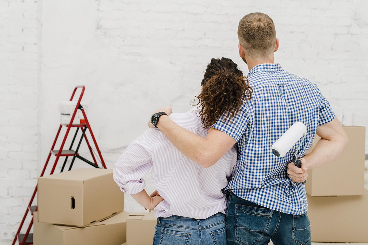 hugging-coule-looking-wall.jpg