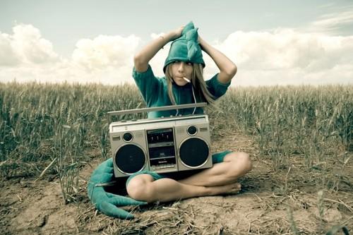 costume,croc,girl,mock,stereo,field-6beabbc2c2bf0a4ac6f9ac782f84f75d_h.jpg
