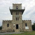 Írott-kő, a határon fekvő kilátó (OKT nyugati végpont)