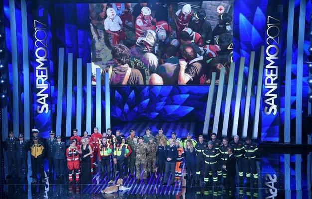 Az idei versenyen nem feledkeztek meg azokról az emberekről, akik a január közepén történt olasz lavinakatasztrófa utáni mentésben részt vettek.