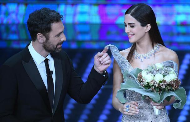 Raoul Bova olasz színész Rocio Munoz Moreles spanyol modellel. A hölgy a két évvel korábbi Sanremo-nak volt a társműsorvezetője.