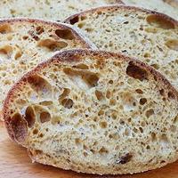 Hűtős kelesztésü paradicsomos-fokhagymás kenyér