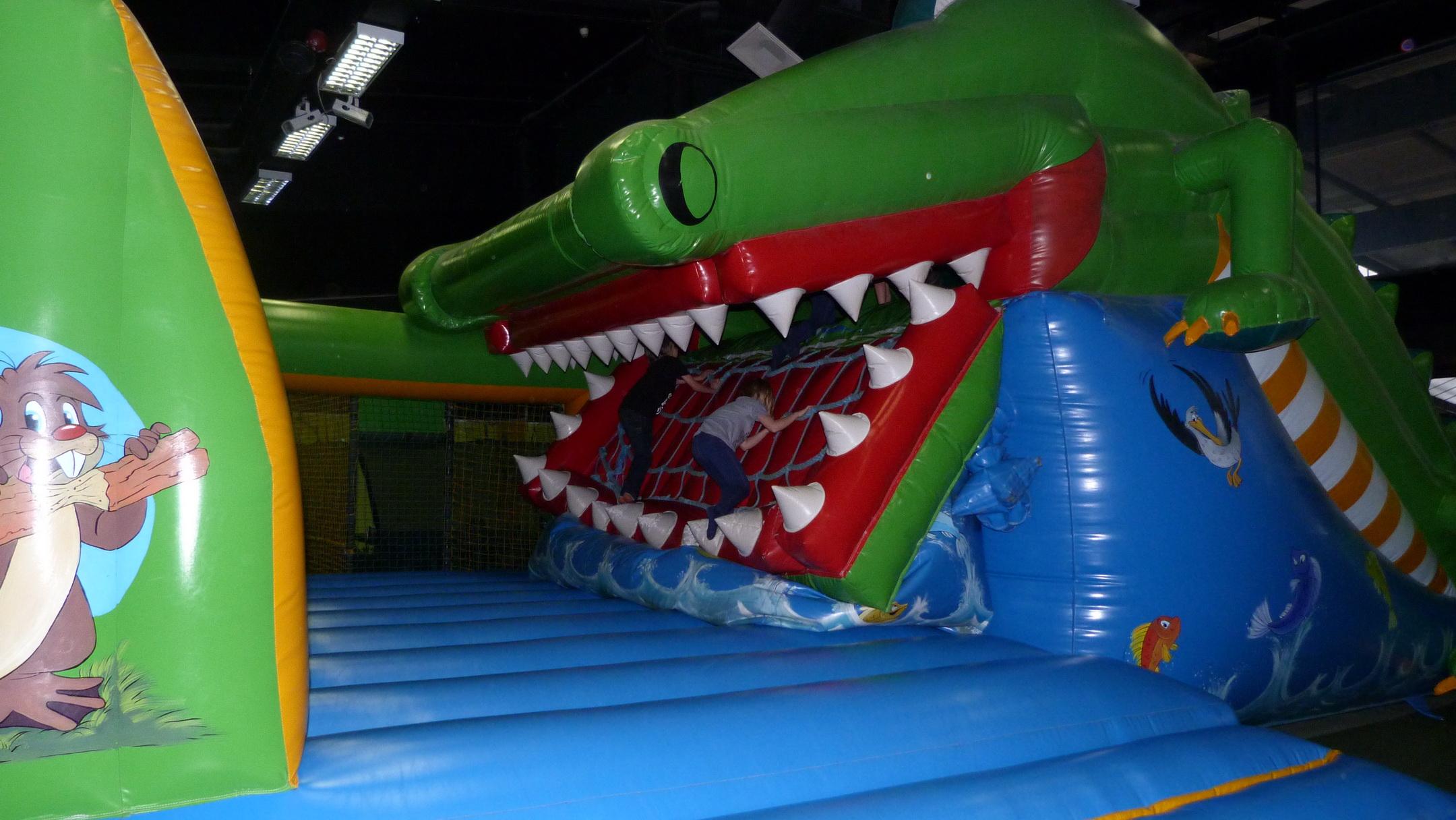 A krokodil elnyeli a gyerekeket