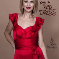 Mi van a piros ruha alatt?