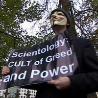 Botrány a brit Szcientológia-központ megnyitóján