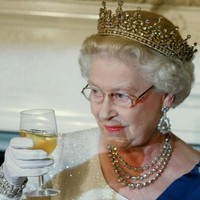 Nagyivó-e II. Erzsébet?