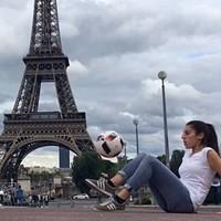 A focistalány, aki mindenkit lenyűgöz