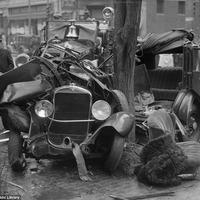 Brutális balesetek az autózás hőskorából