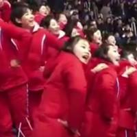 Az észak-koreai szurkolócsapat és a rémisztő valóság