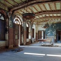 Elfeledett paloták – a régi dicsőség romjai