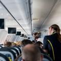 Furcsa dolgot művelnek a stewardessek