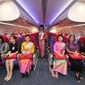 Kamu stewardesekkel élne túl a légitársaság
