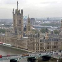 A brit parlament is a Notre-Dame sorsára juthat