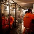 Kiborította az embereket a börtönbár