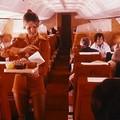 Így születtek a szexi stewardessek