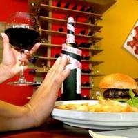 Új étkezési zavar: a drunkorexia