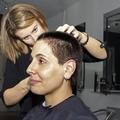 Megkülönböztetés férfi frizuráért női árat kérni?