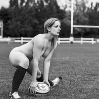 Meztelenek és sportosak