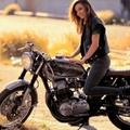 5+1 világsztár nő motoron
