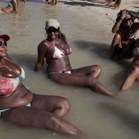 Itt a bikiniforradalom!