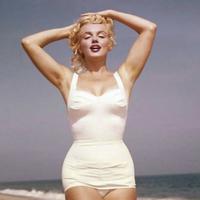 A várandós Marilyn Monroe mesés tengerparti képei