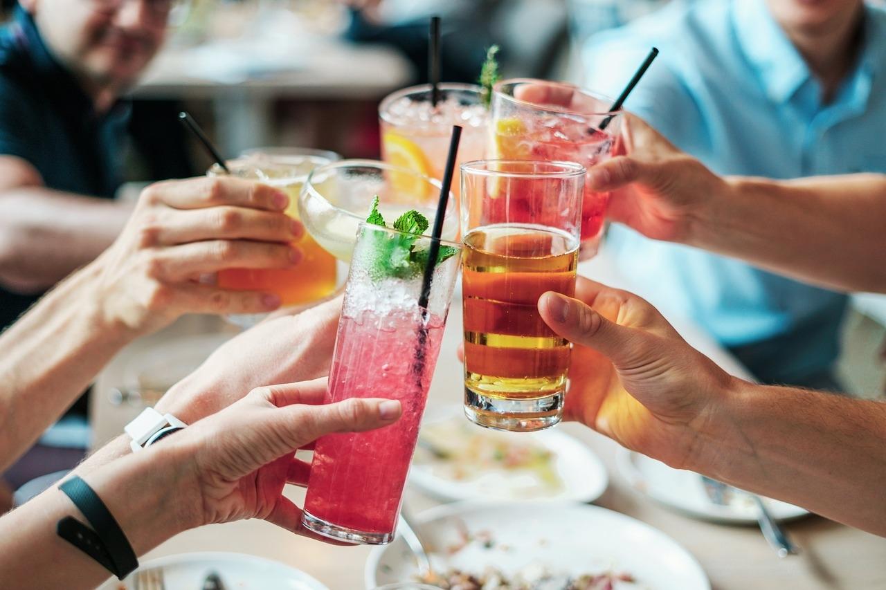 fiatalok_alkohol_foto_pixabay_com_bridgesward.jpg