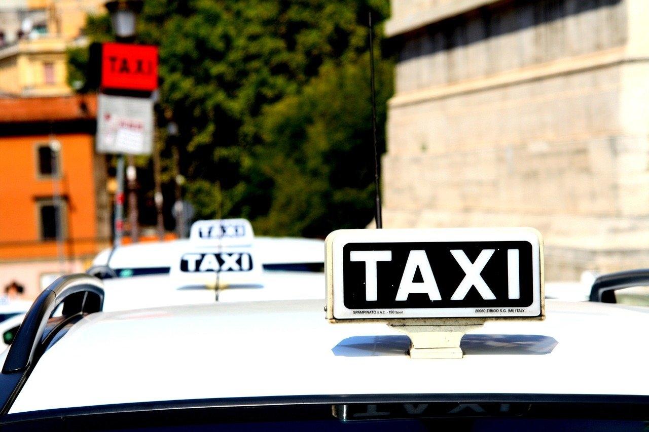olaszorszag_roma_taxi_foto_pixanay_com.jpg