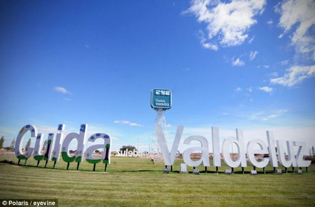 Ciudad Valdeluz felirat.jpg