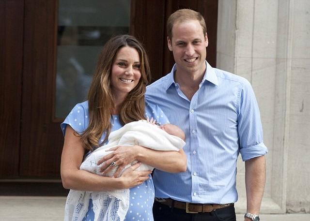 György király szüleivel.jpg