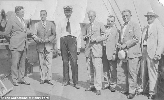 Henry Ford balról 4.jpg
