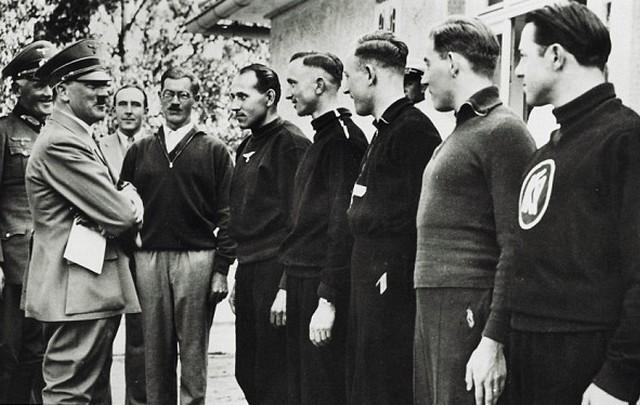 Hitler és a sportolók.jpg