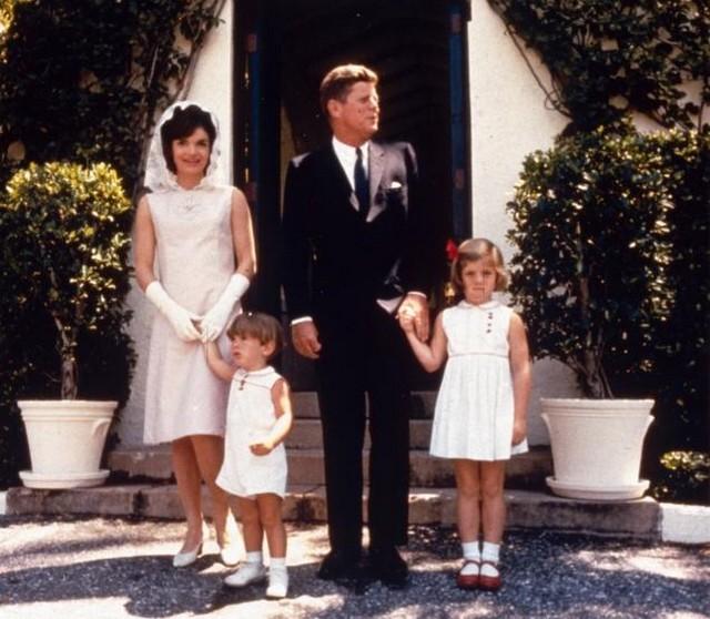 Kennedy és a család.jpg