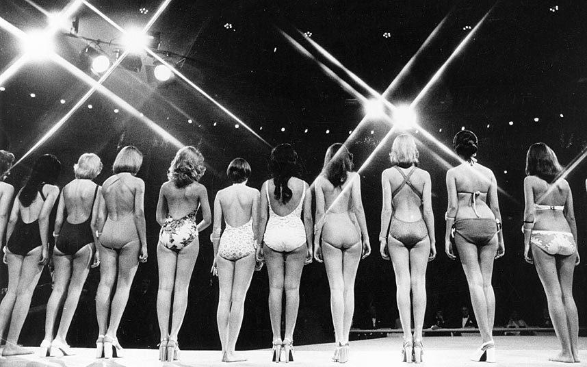 cím 1973 The women line up to be judged on their appearance in swimwear during one of the elimination rounds.jpg