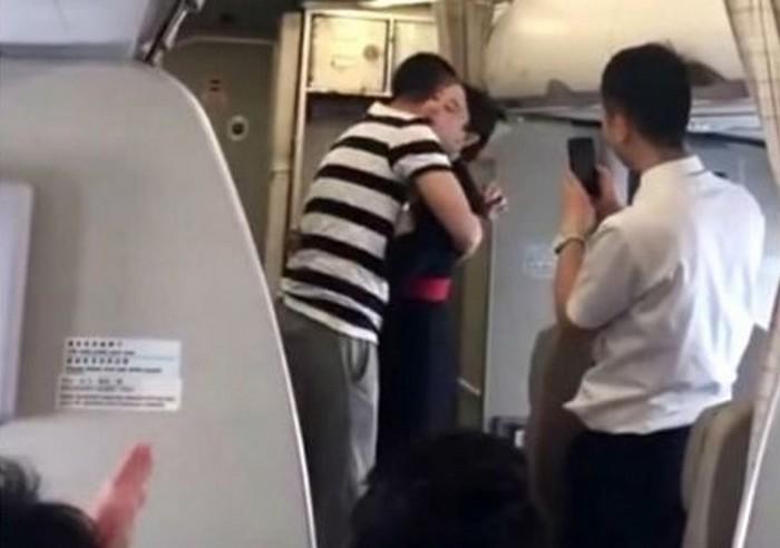 china_eastern_airline_stewardess.jpg