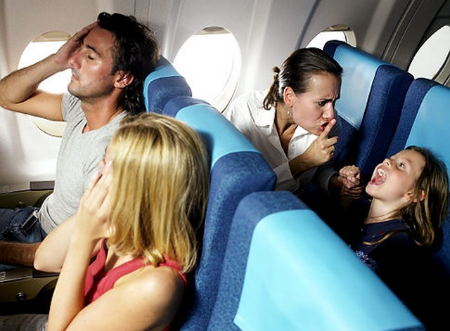 gyerek repülőn.jpg