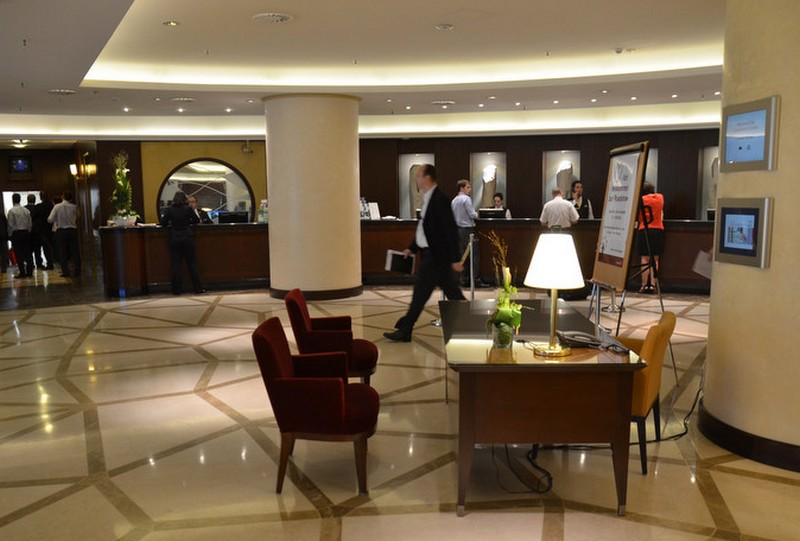 hotel_lobby_foto_flickr_com_smartlightliving.jpg