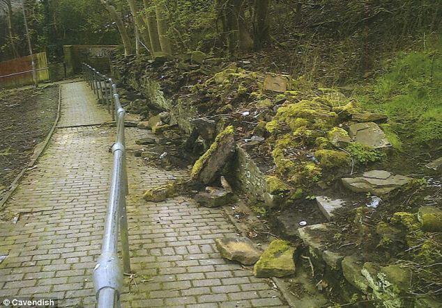 megrongált kerítés.jpg