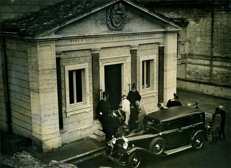 mercedes-benz_nurburg_460_vatikani_muzeum.jpg